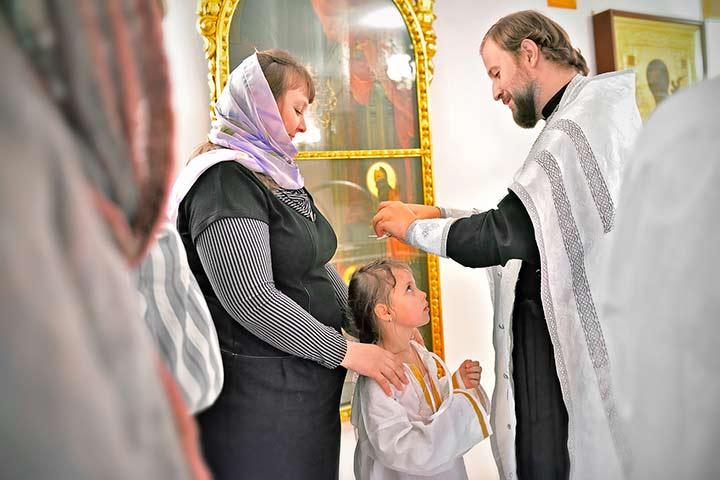 Крещение взрослой девочки